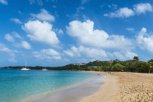 Sand beach of Salt Whistle Bay, Mayreau, Grenadines, St Vincent and the Grenadines, Caribbean - RUNF03084
