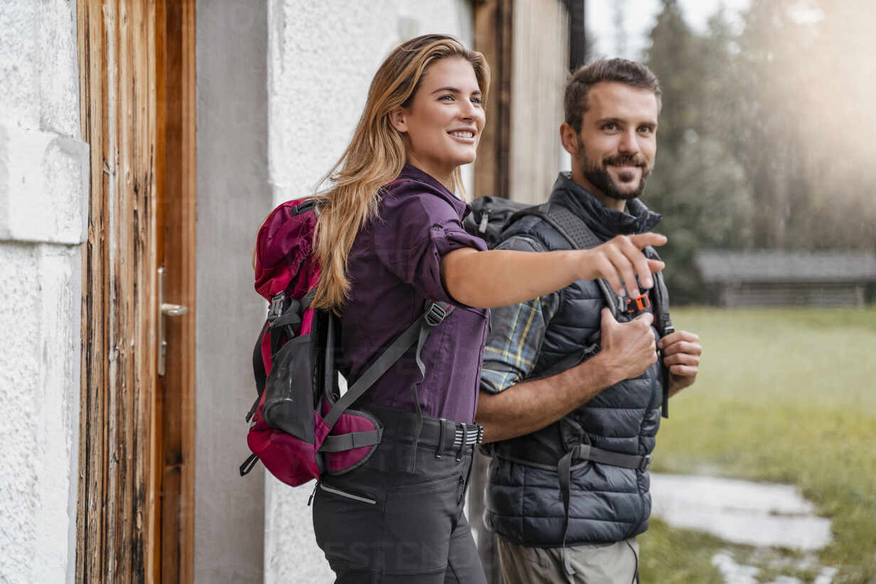 Young couple at a farmhouse during a hiking trip, Vorderriss, Bavaria, Germany - DIGF08377 - Daniel Ingold/Westend61