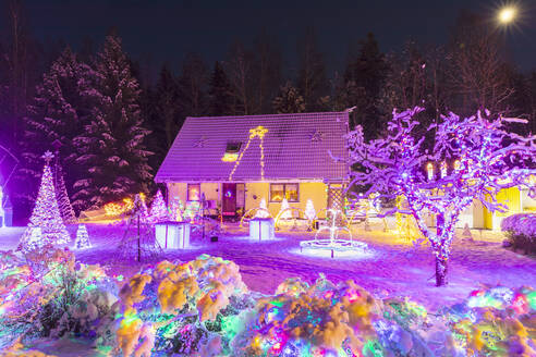 Christmas lights in snow covered front yard - FOLF10932