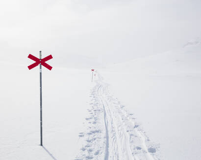 Markers in snow of Kungsleden trail in Lapland, Sweden - FOLF11067