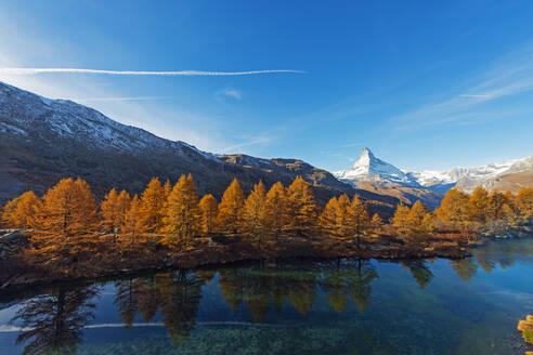 The Matterhorn, 4478m, and Grindjisee mountain lake in autumn, Zermatt, Valais, Swiss Alps, Switzerland, Europe - RHPLF08940