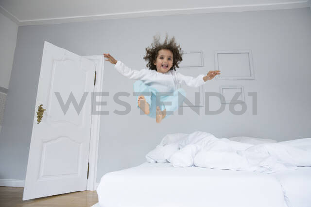 Playful boy bouncing in bed - MJFKF00153 - MiJo/Westend61