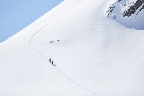 Couple ski touring in the mountains, Kuehtai, Tyrol, Austria - CVF01514