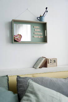 Wall decoration made of wooden tray with mirror and text - GISF00465