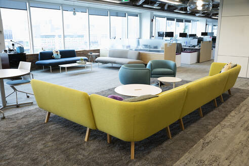 Modern coworking space with sofas and armchairs - HEROF38833