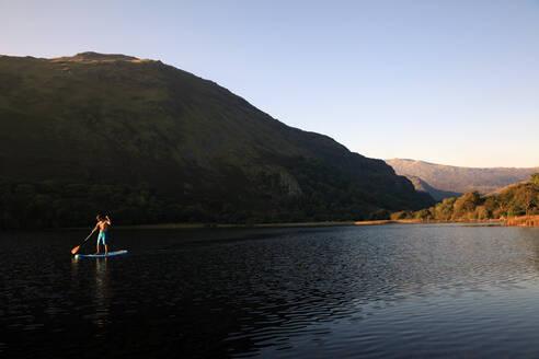 Paddle boarder on Llyn Gwynant, Snowdonia, Wales, United Kingdom, Europe - RHPLF09202