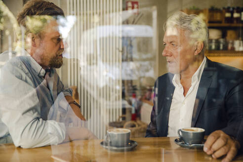 Two businessmen meeting in a cafe - GUSF02620
