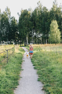Mother with son walking - JOHF00641