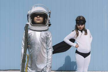 Two kids in astronaut and superhero costumes - DAMF00045