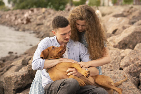Young couple with dog at the beach - VPIF01501