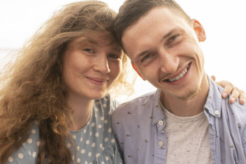 Portrait of young couple at the beach - VPIF01510