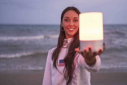 girl on the beach smiling lit with led light/SPAIN/ALICANTE/ALICANTE - DLTSF00157