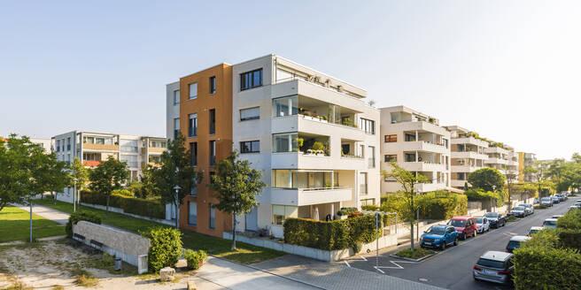 Deutschland, Baden-Württemberg, Ostfildern, bei Stuttgart, moderne Mehrfamilienhäuser, Wohnhaus, Mietwohnung, Eigentumswohnung, Immobilie - WDF05517