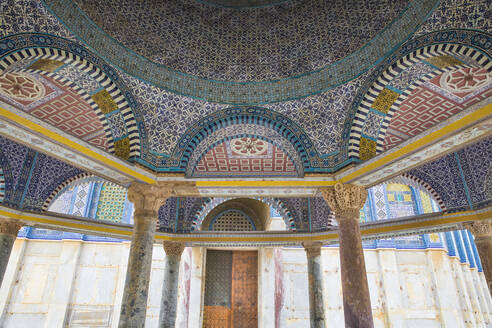 Tile detail of Dome of Chain, Dome of the Rock, Temple Mount, Old City, UNESCO World Heritage Site, Jerusalem, Israel, Middle East - RHPLF11861