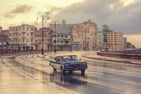 Old American car, Malecon, Havana, Cuba, West Indies, Caribbean, Central America - RHPLF11906