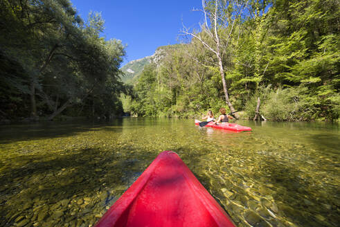 Kayaking on a river, Gole del Calore, Felitto, Cilento, Campania, Southern Italy, Europe - RHPLF12071