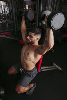 Muscular man training in gym - LJF01002