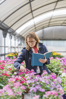 Female manager working in a plant nursery - DLTSF00173