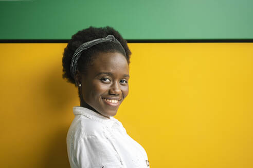 black woman in colorful and geometric background/SPAIN/ALICANTE/SAN JUAN - DLTSF00207