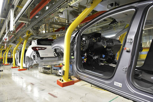 Modern automatized car production in a factory - LY00918
