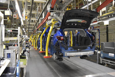 Modern automatized car production in a factory - LY00933