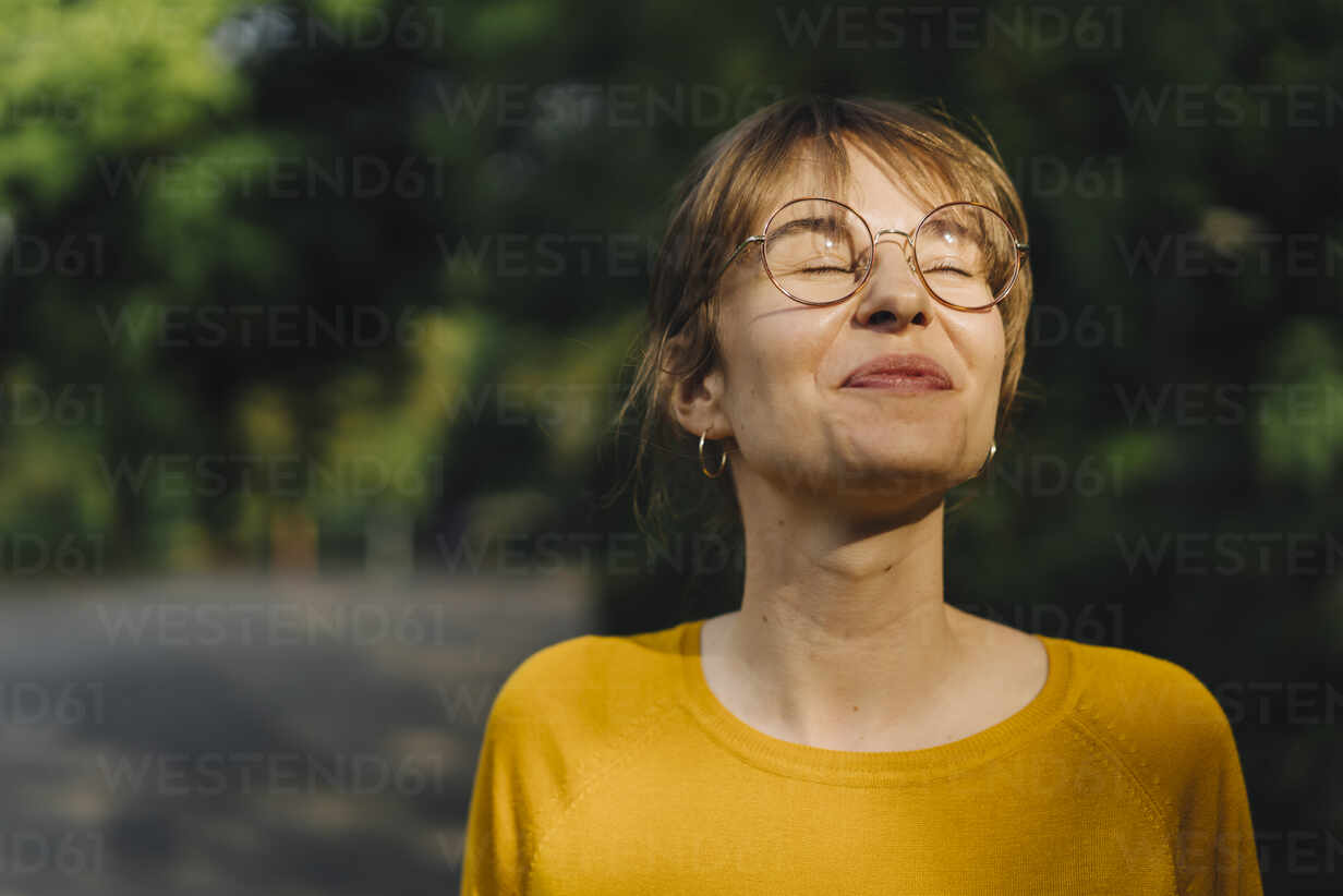 Portrait of content young woman with closed eyes - KNSF06694 - Kniel Synnatzschke/Westend61