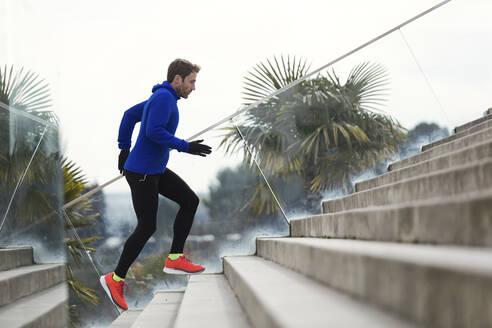 Jogger running on steps - JSRF00636