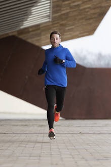 Jogger running on a street - JSRF00642