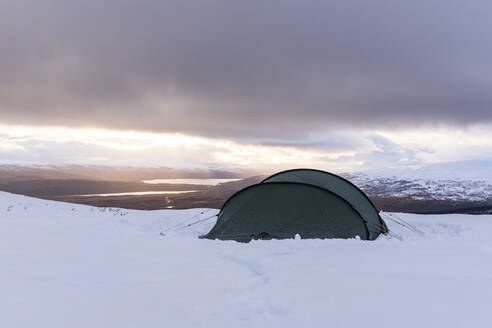 Tent in winter mountains - JOHF01032