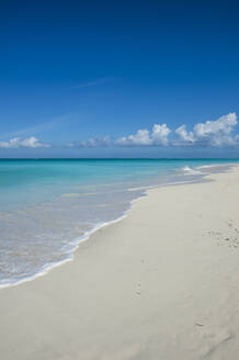 Scenic view of Grace Bay beach against blue sky, Providenciales, Turks And Caicos Islands - RUNF03341