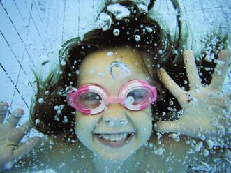 Underwater portrait of a happy girl - XCF00256