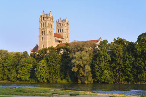 Germany, Bavaria, Upper Bavaria, Munich cityscape with St Maximilian Church over Isar river - SIEF09111
