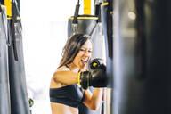 Female boxer training in gym - CJMF00038
