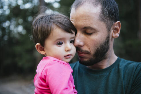 Portrait of father and little daughter, Yosemite National Park, California, USA - GEMF03202