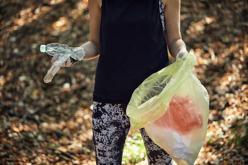 Woman plogging in forest - ZEDF02621
