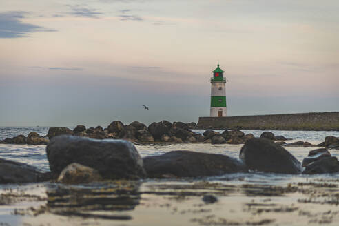 Germany, Schleswig-Holstein, Schleimunde lighthouse seen from coast at dusk - KEBF01352