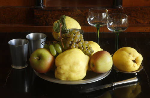 Still life with quinces, apples and grapes - JTF01381