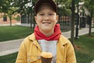 Boy with ice cream - VPIF01580