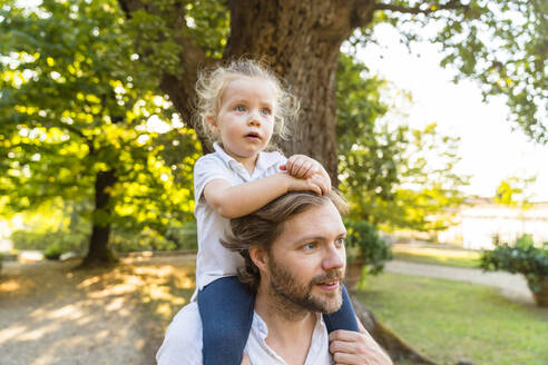 Father carrying little daughter on his shoulders - MGIF00780