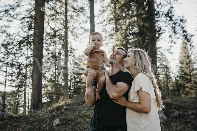 Happy family with little son on a hiking trip in a forest, Schwaegalp, Nesslau, Switzerland - LHPF01088 - letizia haessig photography/Westend61