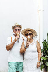 Senior tourist couple eating an ice cream - MOSF00045