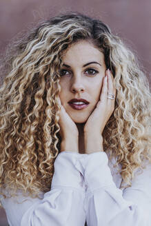 Portrait of young woman with dyed blond ringlets - DAMF00169