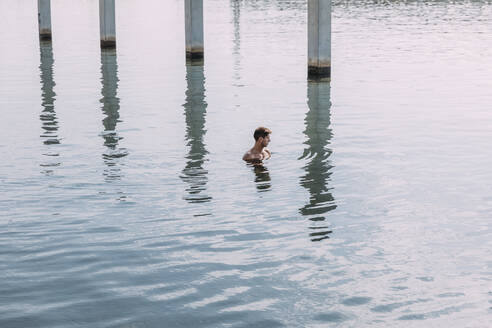 Young man bathing in the sea - MOSF00088