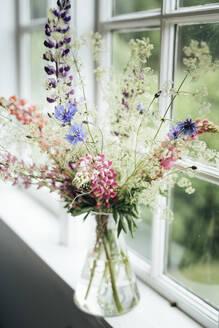 Wildflowers in vase - JOHF02879