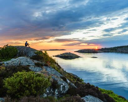 Sunset at sea - JOHF04085