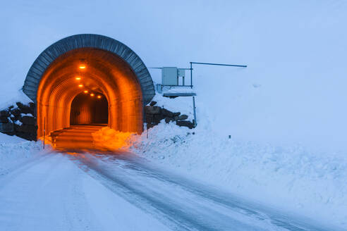 Tunnel entrance - JOHF04103
