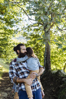 Father holding kid in the forest - SODF00105