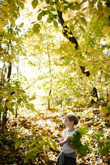 Little girl in autumnal forest - EYAF00598