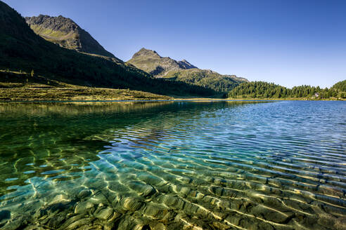 Austria, East Tyrol, Clear transparent lake in Defereggen Valley - STSF02276