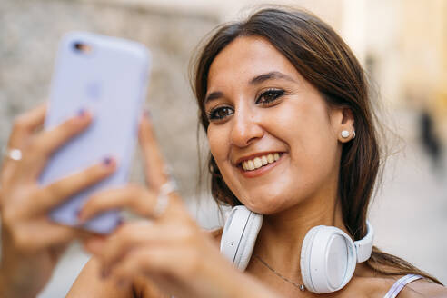 Beautiful young woman with headphones and cell phone - MPPF00158